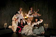 Σήμερα Παρασκευή 2 Οκτωβρίου στις 20:30 η παράσταση Οι 7 Κλαίουσες από την Αστική μη κερδοσκοπική A priori στον ανοικτό θεατρικό χώρο λόφου του Στρέφη Επτά γυναίκες εξομολογούνται. Επτά θανάσιμα κωμικοτραγικές φιγούρες, από διαφορετικά μέρη και εποχές, αφηγούνται τις σκοτεινές ιστορίες τους. Ένα ταξίδι στην ψυχοσύνθεση της γυναίκας-δολοφόνου, με χιούμορ, μουσική, αφήγηση και έμμετρο λόγο.