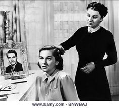 Still from REBECCA starring Joan Fontaine, Judith Anderson, George Sanders, Nigel Bruce and Laurence Olivier Alfred Hitchcock Movies List, Alfred Hitchcock Quotes, Classic Hollywood, Old Hollywood, Gothic Movies, Horror Movies, Dramas, Theater, Artist Film