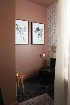 Condo Bathroom, Chic Bathrooms, Bathroom Colors, Bathroom Interior, Washroom, I Spy Diy, Small Toilet, Paint Colors For Home, Bathroom Styling