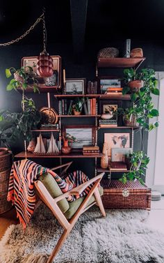 Office with dark wall color and mid century modern desk chair Considering dark walls? Read Arianna Danielson's tips for using dark interior design to bring sophistication, mystique and even a calming vibe to your home. Interior Exterior, Home Interior, Interior Design Living Room, Living Room Designs, Interior Office, Modern Interior, Home Decor Bedroom, Living Room Decor, Dark Walls Living Room