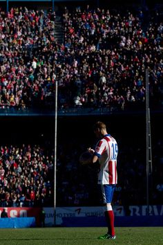 Fernando Torres Photos Photos - Club Atletico de Madrid Present New Signing Fernando Torres - Zimbio