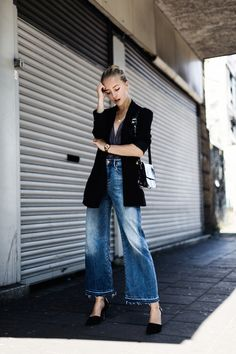 Photo via: Framboise Fashion Some looks can carry us through any day, any season and any occasion. This fashion blogger found one that does just that. Her longline blazer can be layered over a variety