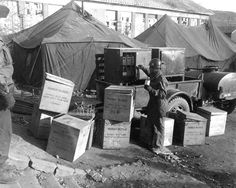 M/Sgt. George Miller selects human blood 4 patient at Mobile Army Surgical Hospital at Kunr-ri, Korea Mash Unit, Sea Of Japan, Korean War, American Soldiers, Cold War, Old Antiques, Warfare, World War Ii, Troops
