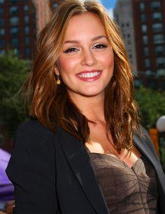 love Leighton's hair color!