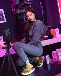 Image discovered by Princess. Find images and videos about kpop, rose and blackpink on We Heart It - the app to get lost in what you love. Blackpink Jennie, Blackpink Fashion, Korean Fashion, K Pop, Korean Girl, Asian Girl, Jenny Kim, Black Pink, Blackpink Photos