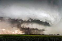 Inmenso Tornado F4 en Minneapolis, Kansas, EUA. Foto: Eldon Clark. 28/05/2013