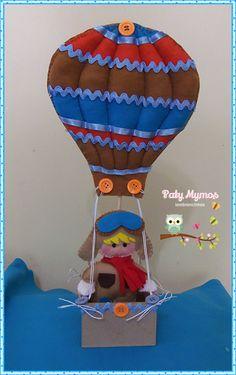 Enfeite feito em feltro e vaso de MDF. <br>Medida total do enfeite: 33 cm de altura <br>Medidas do Balão: 18 cm de altura e 15 cm de largura <br>Medidas do aviador: 13 cm altura <br>Peso: 113 gramas
