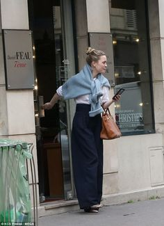 George checks out Paris real estate agency Luxe locations: The Daniel Féau agency offers luxury properties and homes for sale an.Luxe locations: The Daniel Féau agency offers luxury properties and homes for sale an. Street Style Outfits, Look Street Style, Mode Outfits, Fashion Outfits, Fashion Tips, Fashion Mode, Look Fashion, Womens Fashion, Classy Fashion