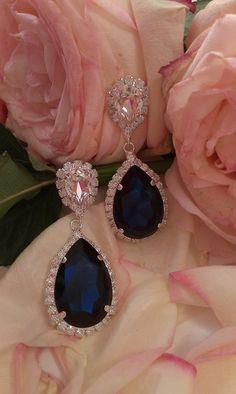 Σκουλαρίκια κρεμαστά σε μπλέ βαθύ απόχρωση  #κοσμήματα #σκουλαρίκια #greekjewerly #greekfashion Sapphire, Lips, Jewellery, Accessories, Fashion, Moda, Jewels, Fashion Styles, Schmuck