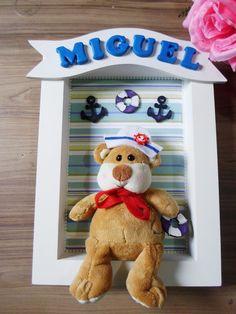 Quadro porta maternidade ursinho marinheiro personalizado com nome em biscuit. Temos pronta entrega, é só dizer o nome da sua criança para que possamos colocar na plaquinha.