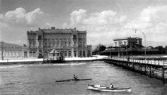 """1934...στο Νέο Φάληρο μπροστά από το ξενοδοχείο """"Ακταίον"""" Old Photos, Louvre, Building, Travel, Old Pictures, Viajes, Vintage Photos, Buildings, Destinations"""