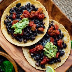 High-Fiber High-Protein Lunch Ideas for Work Fiber and protein are two nutrients that help fill you up. Pack some high-fiber high-protein ingredients in your lunch for work to keep you satisfied all afternoon. High Protein Lunch Ideas, High Protein Meal Prep, Tostadas, Lunch Recipes, Dinner Recipes, Dinner Ideas, Vegan Recipes, Clean Eating Dinner, Heart Healthy Recipes