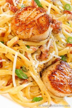 Carbonara with Pan Seared Scallops -perfectly seared scallops with pasta carbonara. dinner scallops Carbonara with Pan Seared Scallops Fish Recipes, Seafood Recipes, Gourmet Recipes, Cooking Recipes, Healthy Recipes, Clam Recipes, Recipies, Pureed Recipes, Recipes Dinner