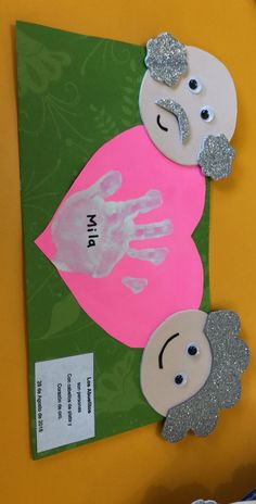Friends who want to mold can make the necessary arrangements yourself through the picture.Friends who want to Grandparents Day Preschool, Grandparents Day Cards, Fish Crafts, Diy And Crafts, Crafts For Kids, Paper Crafts, Mothers Day Crafts, Valentine Day Crafts, Mushroom Crafts
