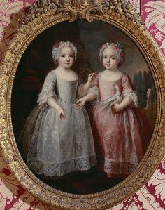Louise-Elisabeth de France et sa soeur jumelle Henriette de France.    Attribué à Pierre Gobert, XVIIIesiècle. Huile sur toile. Château de Versailles
