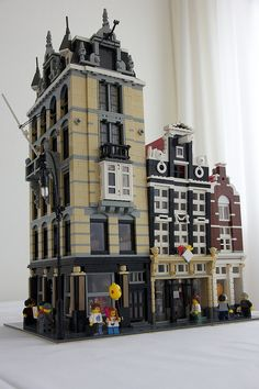 Updated version of two older MOCs plus one new house. The building on the corner (based on Herengracht is completely furnished. Lego Modular, Legos, Lego Haunted House, Casa Lego, Lego Structures, Lego Blocks, Cool Lego Creations, Lego Design, Lego Worlds