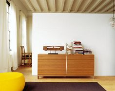Mueble auxiliar en madera. Divider, Room, Furniture, Home Decor, House Decorations, Wood, Home, Bedroom, Decoration Home
