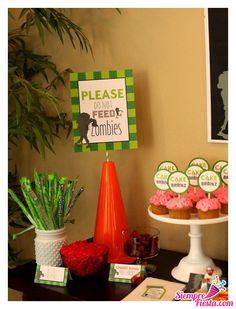 Divertidas ideas para tu próxima fiesta de Plantas vs Zombies. Consigue todo para tu fiesta en nuestra tienda en línea entrando aquí: http://www.siemprefiesta.com/fiestas-infantiles/ninos/articulos-plantas-vs-zombies.html?utm_source=Pinterest&utm_medium=Pin&utm_campaign=PlantasVsZombies