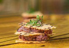 Tartar de mignon com chips - Receber - Junho 2015 (Foto: Rogério Voltan)