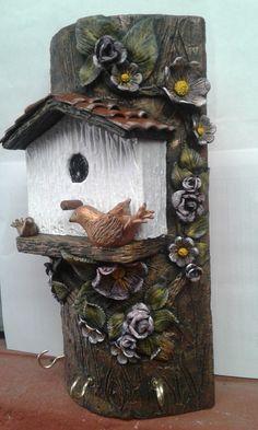 TEJITA PORTA LLAVES Vase Crafts, Clay Crafts, Clay Houses, Bird Houses, Bottle Art, Bottle Crafts, Bird Nest Craft, Clay Wall Art, Doll House Crafts