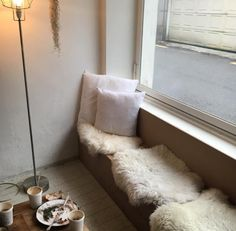 cafe seating with sheepskins Small Living, Living Spaces, Living Room, Retro Interior Design, Cafe Seating, Scandinavian Living, Cozy Corner, Home Decor Furniture, My Room