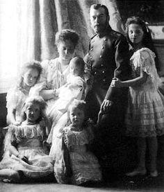La familia real rusa. Todos fueron asesinados por los comunistas bolcheviques en 1918