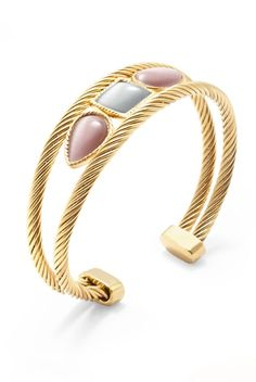 Elegante y cuidado diseño, hacen de esta #pulsera de #acero, bañada en #oro, el complemento ideal para cualquier look. ¿Te gusta?