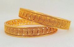 Here are the 9 best 4 gram gold bangles in India. The gold bangles in 4 grams designs are the best choice for all because they are simple yet stylish. Gold Bracelet For Girl, Gold Bracelets, Gold Jewelry Simple, Gold Jewellery, India Jewelry, Bridal Jewelry, Beaded Jewelry, Gold Armband, Gold Bangles Design
