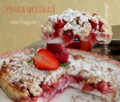 Crostata sbriciolata fragole e ricotta:insuperabile!Raffinata,gustosa,prelibata.Tante fragole fresche con una copertura di friabili briciole di pasta frolla Sweets Recipes, No Bake Desserts, Cake Recipes, Raspberry Coffee Cakes, Torte Cake, Ricotta, Italian Desserts, Sweet Tarts, Something Sweet
