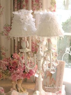 Shabby Chic Lamp Shades You'll Love in 2020 Casas Shabby Chic, Shabby Chic Mode, Shabby Chic Vintage, Estilo Shabby Chic, Shabby Chic Crafts, Shabby Chic Style, Shabby Chic Decor, Lace Decor, Vintage Lamps