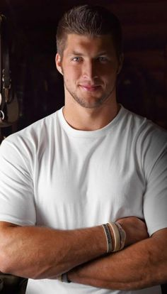 TIM TEBOW, WILL YOU MARRY ME?! GOD TOLD ME YOU ARE SEARCHING FOR ME.  ;-D