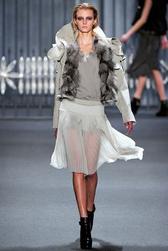 Vera Wang Fall 2011 Ready-to-Wear Fashion Show - Sigrid Agren