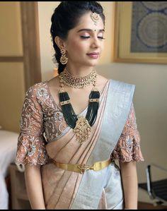 Wedding Saree Blouse Designs, Pattu Saree Blouse Designs, Half Saree Designs, Fancy Blouse Designs, Blouse Neck Designs, Stylish Blouse Design, Bridal Sarees, Siri, Work Blouse