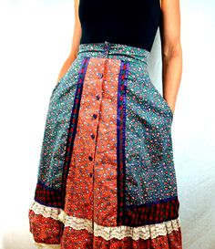 51M42. 1970s Gunne Sax Boho Lace Calico Prarie Skirt.