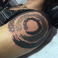 Creative Enso circles by Tamara Lee Dot.
