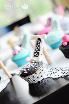 High Heel Cupcakes! | How Does She...Exact directions, down to the type of stick cookie