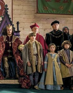 The White Princess King Henry VII with his children, Prince Arthur, Princess Margaret and Prince Henry The White Princess, White Queen, Renaissance, British Costume, Elizabeth Of York, Philippa Gregory, Welsh Dragon, Late Middle Ages, Princess Margaret