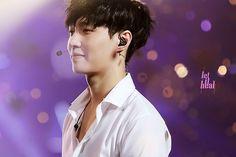 EXO Lay - Yixing looking adorablee<3
