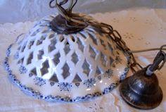 """Lampadario in maiolica traforato.Decoro monocrono blu """"Provenza"""" diametro 29cm"""