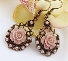 Elegante Ohrringe in bronze rosa mit Rosen und von Schmucktruhe, €16.50