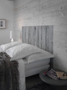 Un lambris clair pour une chambre apaisée