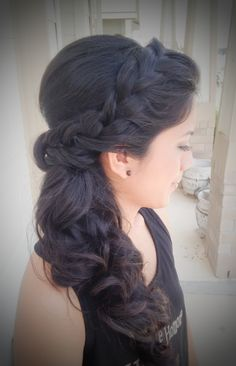 San Antonio, Tx. Wedding hair; side braid; Side ponytail www.knotandveil.wordpress.com
