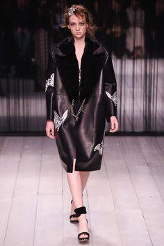 Alexander McQueen Fall 2016 Ready-to-Wear Fashion Show