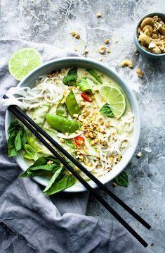 The Creamiest Vegan Thai Green Curry Healthy vegan recipes. The Creamiest Vegan Thai Green Curry - Delicious Vegan Recipes Vegan Thai Green Curry, Green Curry Recipes Vegetarian, Green Thai, Vegan Thai Curry, Curry Food, Thai Vegetarian Recipes, Thai Curry Recipes, Green Drink Recipes, Curry Rice