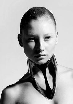 Nickel silver metal collar (2011): Ana Rajcevic, Photo: Quincy Scott: Model: Toma Gerdvilyte→ nothingpersonal