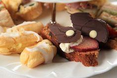 Melktert soesies en Dadelbrood Melktert, South African Recipes, Cupcake Cakes, Cupcakes, Afternoon Tea, Cake Pops, Afrikaans, Recipies, Treats