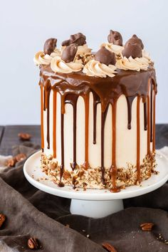 Transform your favorite candy into this Turtles Layer Cake! Layers of rich chocolate cake, caramel buttercream, caramel sauce, and chopped pecans. Salted Caramel Desserts, Salted Caramel Chocolate Cake, Chocolate Caramels, Caramel Shortbread, Chocolate Drip Cake, Chocolate Stout, Flourless Chocolate, German Chocolate, Chocolate Recipes