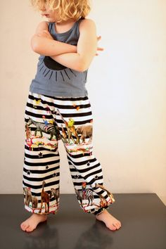 Crazy cool circus pants, from Dana's pattern, completely reversible by Nele of Spiegel Stiksels for Elsie Marley