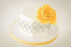 pale yellow and silver modern cake design