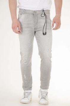 Παντελόνι jean βράκα της Yes London με μπαλώματα και πιτσιλιές σε γκρι αντρικό Yes London